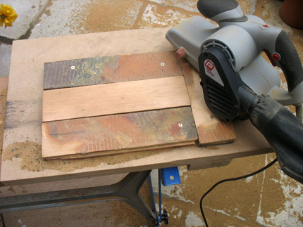 The blocks simply slots in and is held whilst being worked on, by it's own tongue and groove.